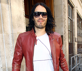 Russell Brand pays an emotional tribute to Amy