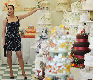 Bride-to-be Kim Kardashian shops for wedding cake