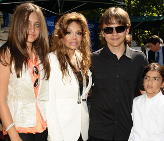 Michael Jackson's children bring 'joy' to kids' hospital