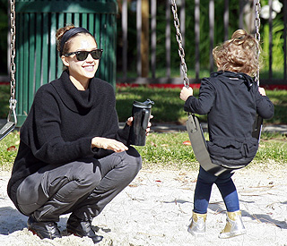 Jessica Alba prepares daughter for big-sisterhood