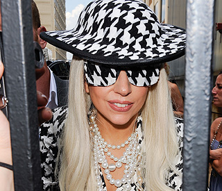 Lady Gaga to turn Santa for Christmas window display