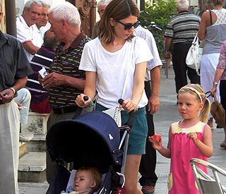 Sofia Coppola relaxes with daughters before nuptials