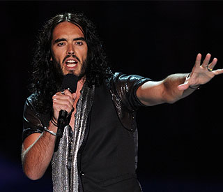 Russell Brand pays tribute to Amy Winehouse