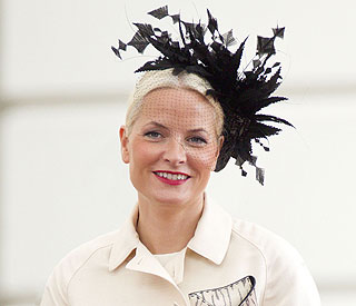 Mette-Marit vows in stunning Twenties style