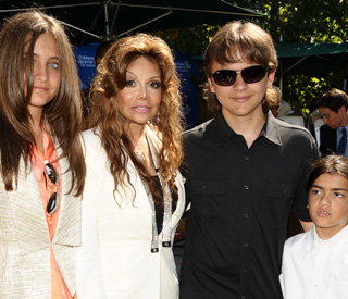 Michael Jackson executors to give $30m to heirs