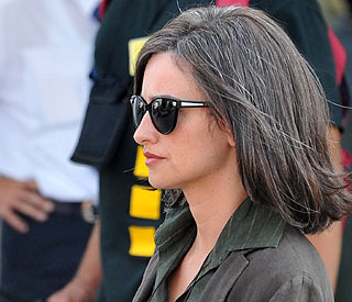 Grey-haired Penelope Cruz ages overnight