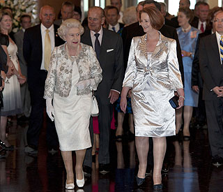 Queen and Julia Gillard put curtsy row behind them