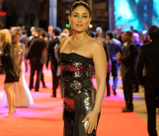 Bollywood beauty Kareena dazzles at premiere