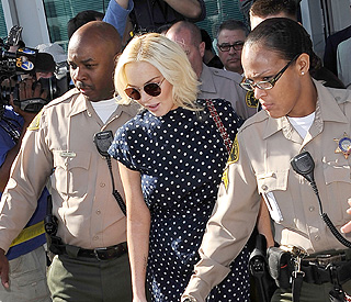 Lindsay Lohan checks into LA jail