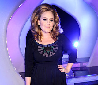 Recovering Adele after throat op: 'I'm on the mend'