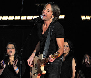 Keith Urban set to return to stage after throat op