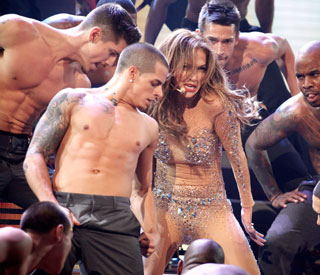 J-Lo agrees with young lover's tweet: 'age is irrelevant'