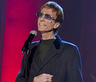Despite illness Robin Gibb makes his classical debut