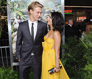 Vanessa Hudgens wows in yellow at premiere