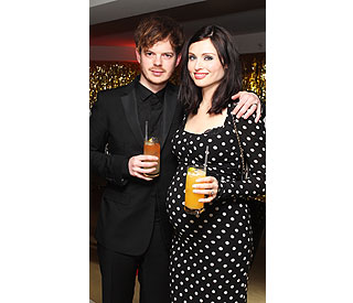 Sophie Ellis-Bexter shows off her baby bump