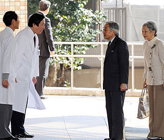 Emperor Akihito recovering well after heart surgery
