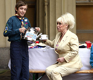 Barbara Windsor enjoys Jubilee tea party