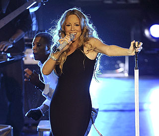 Mariah back on stage for first time since having twins