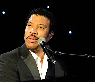 Lionel Richie to join Apollo Hall of Fame