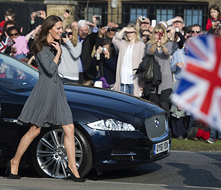 Warm welcome for Duchess of Cambridge and in-laws