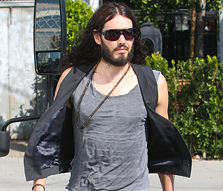 Russell Brand throws phone as 'tribute to Steve Jobs'