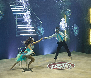 Underwater 'Strictly' star Chelsee makes waves