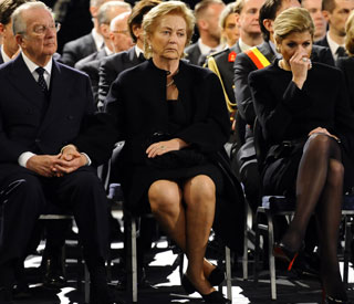 Belgian and Dutch royals lead tribute to bus victims