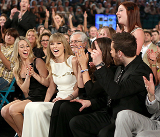 Taylor Swift wins Entertainer of the Year award again
