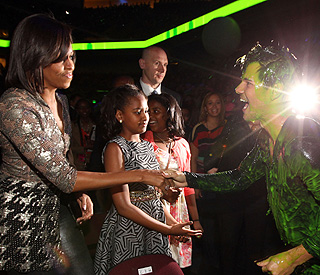 Michelle Obama dodges slime at Kids' Choice Awards