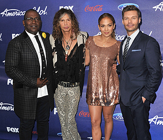 Ryan Seacrest renews 'American Idol' contract