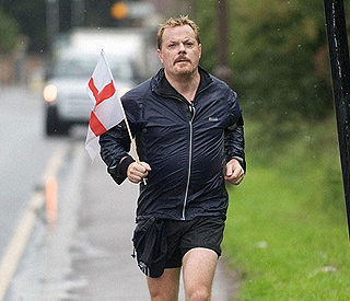 Eddie Izzard to run 27 marathons for Mandela