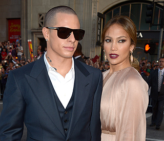 J-Lo brings old school glamour to red carpet