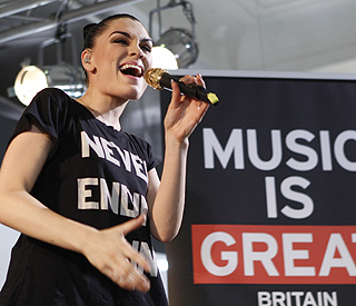 Jessie J thanks fans for support through tough times