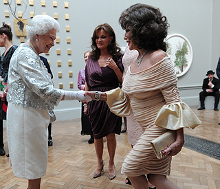 Joan Collins gives her best curtsy for the Queen