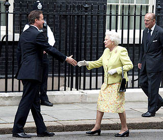 David Cameron pays tribute to 'devoted' Queen