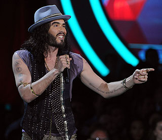 Russell Brand jokes about divorce at MTV Awards