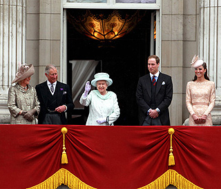 A huge cheer for Queen at Buckingham Palace