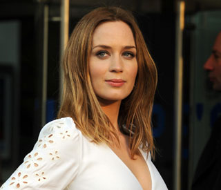 Emily Blunt keeps grounded by doing her own dishes