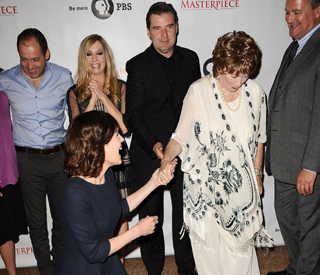 Elizabeth McGovern bows down to Shirley McLaine