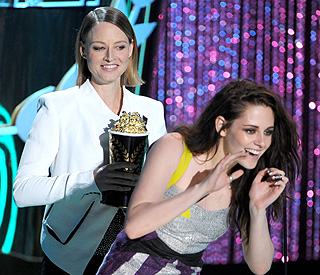 Kristen Stewart turns to Jodie Foster for support