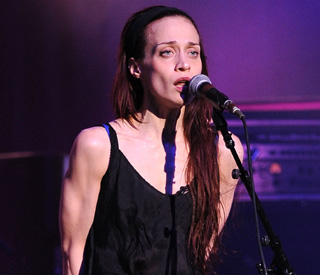Singer Fiona Apple arrested for drug possession