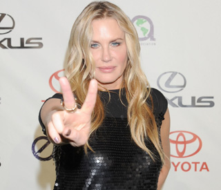 Daryl Hannah arrested over oil protest