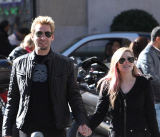 Avril Lavigne joins rocker fiancé on tour