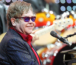 Elton John makes shock dedication at China gig