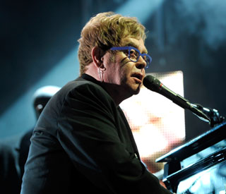 Sir Elton applauds Adele as 'what every entertainer should be'