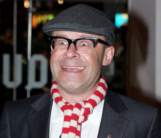 Harry Hill unveils 'Gromit' sculpture