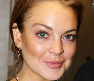Lindsay Lohan checks into Betty Ford clinic