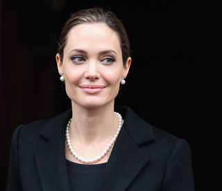 Angelina Jolie to play her own mother