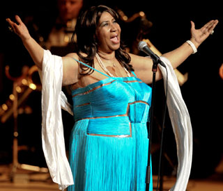 Aretha Franklin takes a month off her tour