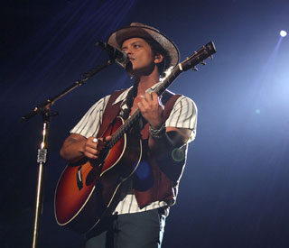 Bruno Mars announced as 2014 Super Bowl headliner